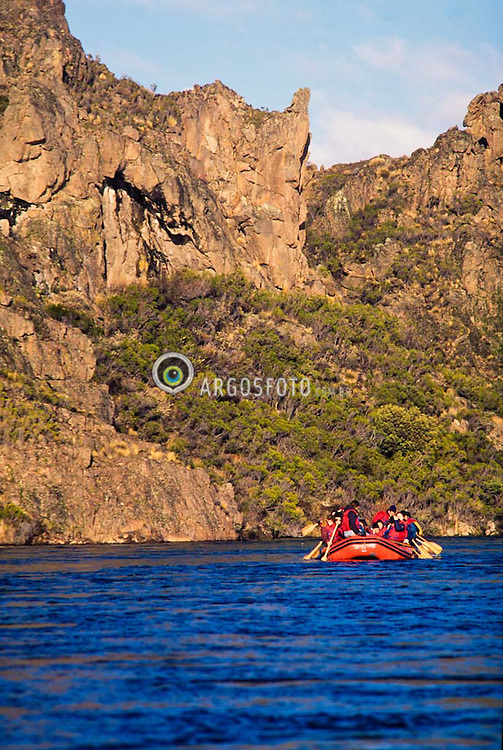 Rafting no Rio Limay, na Patagonia.Argentina / Rafting on Limay River.Patagonia,Argentina
