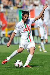 10.04.2011, Stadio Olympico, Turin, ITA, Serie A, Juventus Turin vs FC Genoa, im Bild Alberto Aquilani (Juventus). EXPA Pictures © 2011, PhotoCredit: EXPA/ InsideFoto +++++ ATTENTION - FOR AUSTRIA AND SLOVENIA CLIENT ONLY +++++
