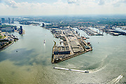 Nederland, Zuid-Holland, Rotterdam, 10-06-2015; Sluisjesdijk met ingang Waalhaven. Rivier de Nieuwe Maas en skyline Kop van Zuid.<br /> River Nieuwe Maas (New Meuse) and entrance <br /> Waal harbour, skyline of Rotterdam.<br /> luchtfoto (toeslag op standard tarieven);<br /> aerial photo (additional fee required);<br /> copyright foto/photo Siebe Swart