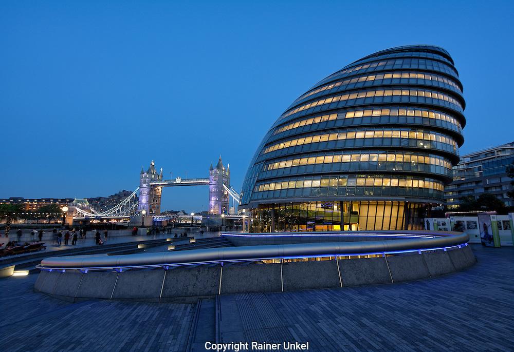 GBR , GROSSBRITANNIEN / ENGLAND / VEREINIGTES KOENIGREICH : Tower Bridge und das Rathaus ( City Hall ) von London , 09.10.2015<br /> |GBR , GREAT BRITAIN / ENGLAND / UK : The Tower Bridge and the City Hall of London , 09.10.2015|<br /> Copyright by : Rainer UNKEL , Tel.: 0171/5457756