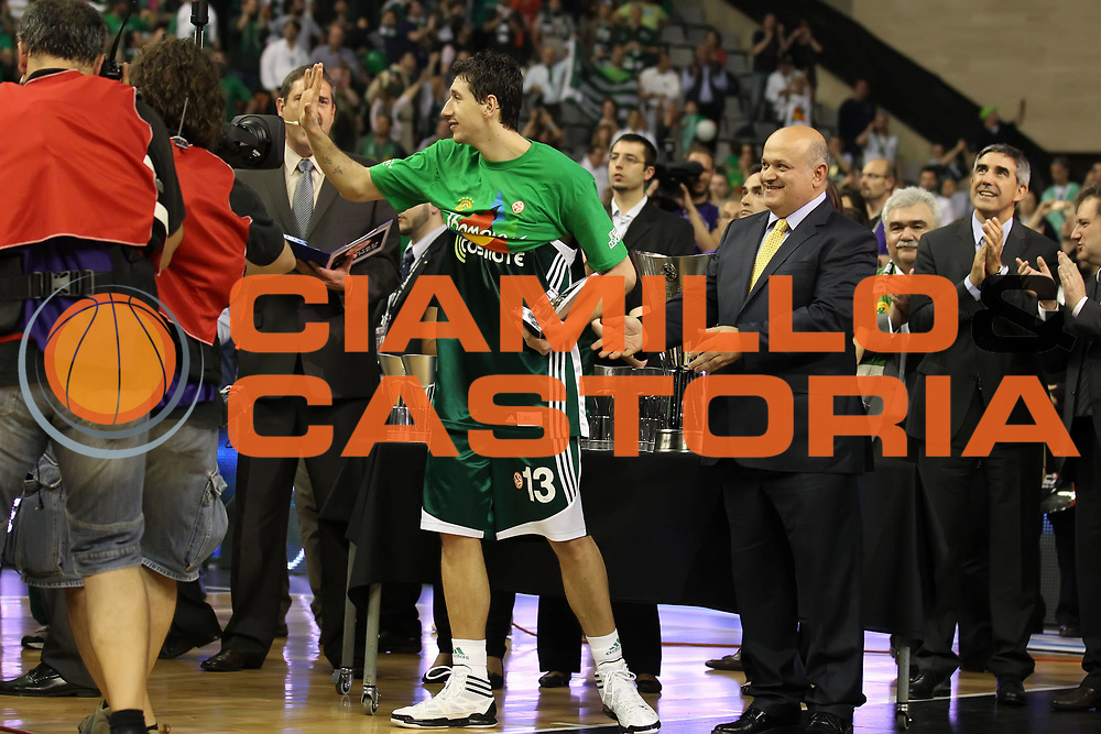 DESCRIZIONE : Barcellona Barcelona Eurolega Eurolegue 2010-11 Final Four Finale Final Maccabi Electra Tel Aviv Panathinaikos<br /> GIOCATORE : Dimitris Diamantidis<br /> SQUADRA : Panathinaikos<br /> EVENTO : Eurolega 2010-2011<br /> GARA : Maccabi Electra Tel Aviv Panathinaikos<br /> DATA : 08/05/2011<br /> CATEGORIA : MVP Premiazione award<br /> SPORT : Pallacanestro<br /> AUTORE : Agenzia Ciamillo-Castoria/ElioCastoria<br /> Galleria : Eurolega 2010-2011<br /> Fotonotizia : Barcellona Barcelona Eurolega Eurolegue 2010-11 Final Four Finale Final Maccabi Electra Tel Aviv Panathinaikos<br /> Predefinita :