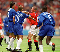 Gustavo Poyet and Roberto Di Matteo (Chelsea) argue with Roy Keane (Man Utd). Chelsea v Manchester United. FA Charity Shield. Wembley 13/8/00. Credit: Colorsport.