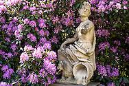DEU, Germany, North Rhine-Westphalia, Dorsten, statue in the garden of the moated castle Lembeck.<br /> <br /> DEU, Deutschland, Nordrhein-Westfalen, Dorsten, Statue im Garten des Wasserschloss Lembeck.