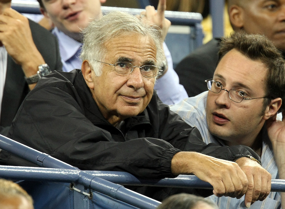 US business mogul Carl Icahn (L) watches Novak Djokovic of Serbia play Carlos Moya of Spain during their quarterfinals round match on the eleventh day of the 2007 US Open tennis tournament in Flushing Meadows, New York, USA, 06 September 2007. The man at right is unidentified.