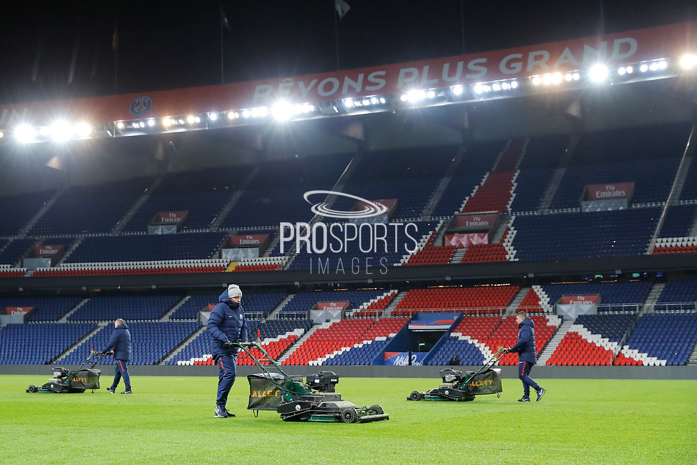 Gardeners at work with their lawn mowers after the game during the French Championship Ligue 1 football match between Paris Saint-Germain and ESTAC Troyes on November 29, 2017 at Parc des Princes stadium in Paris, France - Photo Stephane Allaman / ProSportsImages / DPPI