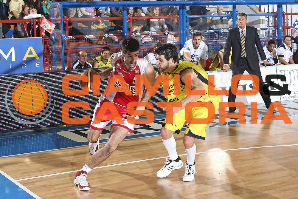 DESCRIZIONE : Porto San Giorgio Lega A 2009-10 Basket Sigma Coatings Montegranaro Scavolini Spar Pesaro<br /> GIOCATORE : Dusan Sakota<br /> SQUADRA : Scavolini Spar Pesaro <br /> EVENTO : Campionato Lega A 2009-2010 <br /> GARA : Sigma Coatings Montegranaro Scavolini Spar Pesaro<br /> DATA : 22/11/2009<br /> CATEGORIA : penetrazione<br /> SPORT : Pallacanestro <br /> AUTORE : Agenzia Ciamillo-Castoria/C.De Massis<br /> Galleria : Lega Basket A 2009-2010 <br /> Fotonotizia : Porto San Giorgio Lega A 2009-10 Basket Sigma Coatings Montegranaro Scavolini Spar Pesaro<br /> Predefinita :