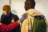 Emiliano Albensi<br /> 11/10/2016 Catania (CT)<br /> SBARCO MIGRANTI<br /> Nella foto:  alcuni momenti di uno sbarco di migranti a Catania, in Sicilia