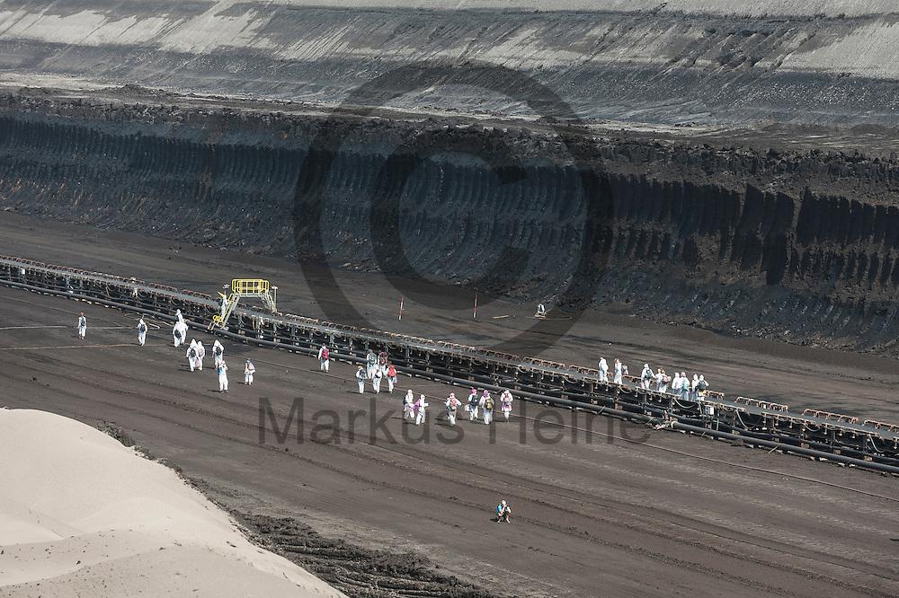 Aktivisten laufen am 13.05.2016 im Braunkohlentagebau Welzow-S&uuml;d bei Welzow, Deutschland an einem F&ouml;rderband entlang. Mehrere Tausend Aktivisten haben den  Braunkohlentagebau blockiert um gegen die Nutzung von fossilen Brennstoffen zu protestieren. Foto: Markus Heine / heineimaging<br /> <br /> <br /> ------------------------------<br /> <br /> Ver&ouml;ffentlichung nur mit Fotografennennung, sowie gegen Honorar und Belegexemplar.<br /> <br /> Bankverbindung:<br /> IBAN: DE65660908000004437497<br /> BIC CODE: GENODE61BBB<br /> Badische Beamten Bank Karlsruhe<br /> <br /> USt-IdNr: DE291853306<br /> <br /> Please note:<br /> All rights reserved! Don't publish without copyright!<br /> <br /> Stand: 05.2016<br /> <br /> ------------------------------<br /> <br /> ------------------------------<br /> <br /> Ver&ouml;ffentlichung nur mit Fotografennennung, sowie gegen Honorar und Belegexemplar.<br /> <br /> Bankverbindung:<br /> IBAN: DE65660908000004437497<br /> BIC CODE: GENODE61BBB<br /> Badische Beamten Bank Karlsruhe<br /> <br /> USt-IdNr: DE291853306<br /> <br /> Please note:<br /> All rights reserved! Don't publish without copyright!<br /> <br /> Stand: 05.2016<br /> <br /> ------------------------------