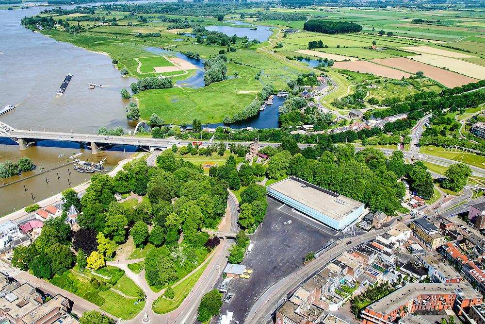 Nederland, Gelderland, Nijmegen, 09-06-2016; binnenstad Nijmegen met Museum Het Vlakhof en Valkhofpark en Hunnerpark. Ooijpolder aan de horizon.<br /> <br /> Town of Nijmegen, inner city.<br /> luchtfoto (toeslag op standard tarieven);<br /> aerial photo (additional fee required);<br /> copyright foto/photo Siebe Swart