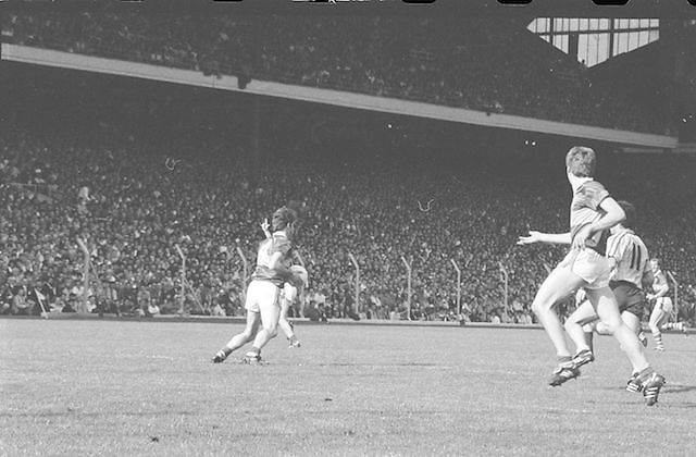 Kerry player runs with the ball during the All Ireland Senior Gaelic Football Championship Final Kerry v Dublin at Croke Park on the 22nd September 1985. Kerry 2-12 Dublin 2-08.