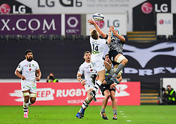 Ospreys' Justin Tipuric and Clermont Auvergne's David Strettle contest the high ball - Mandatory by-line: Craig Thomas/JMP - 15/10/2017 - RUGBY - Liberty Stadium - Swansea, Wales - Ospreys Rugby v Clermont Auvergne - European Rugby Champions Cup
