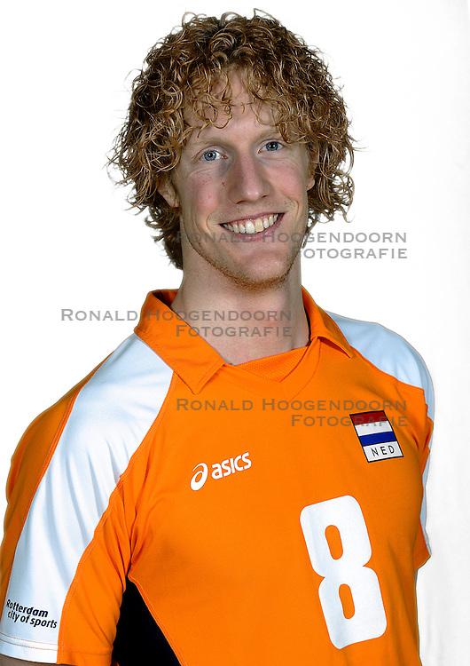 18-05-2010 VOLLEYBAL: NEDERLANDS HEREN VOLLEYBAL TEAM: CAPELLE AAN DE IJSSEL<br /> Reportage Nederlands volleybalteam mannen / Kay van Dijk<br /> &copy;2010-WWW.FOTOHOOGENDOORN.NL