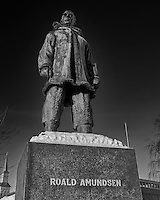 Roald Amundsen statue in Tromsø, Norway. Image taken with a Leica X2 camera (ISO 100, 24 mm, f/5, 1/250 sec). Raw image processed with Capture One Pro (including conversion to B&W).