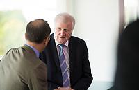 DEU, Deutschland, Germany, Berlin, 27.06.2018: Bundesinnenminister Horst Seehofer (CSU) im Gespräch mit Bundesaussenminister Heiko Maas (SPD) vor Beginn der 15. Kabinettsitzung im Bundeskanzleramt.