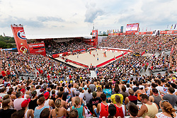 30.07.2017, Donauinsel, Wien, AUT, FIVB Beach Volleyball WM, Wien 2017, Herren, Gruppe L, im Bild Übersicht von der Arena // overview of the arena during the men's group L match of 2017 FIVB Beach Volleyball World Championships at the Donauinsel in Wien, Austria on 2017/07/30. EXPA Pictures © 2017, PhotoCredit: EXPA/ Sebastian Pucher