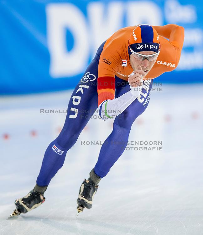 11-12-2016 NED: ISU World Cup Speed Skating, Heerenveen<br /> Jorrit Bergsma wint de 10.000 meter tijdens de World Cup Schaatsen in Thialf in