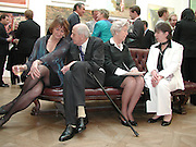 Victoria Glendinning, Duke and Duchess of Devonshire and Susan Hill. The Queen's celebration of the Arts. Royal Academy. 16 May 2002. © Copyright Photograph by Dafydd Jones 66 Stockwell Park Rd. London SW9 0DA Tel 020 7733 0108 www.dafjones.com