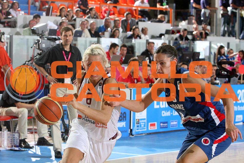 DESCRIZIONE : Chieti Italy Italia Eurobasket Women 2007 <br /> Quarti di finale Lettonia Francia Latvia France<br /> GIOCATORE : Gunta Basko<br /> SQUADRA : Lettonia Latvia<br /> EVENTO : Eurobasket Women 2007 Campionati Europei Donne 2007 <br /> GARA : Lettonia Francia Latvia France<br /> DATA : 04/10/2007 <br /> CATEGORIA : Palleggio<br /> SPORT : Pallacanestro <br /> AUTORE : Agenzia Ciamillo-Castoria/E.Castoria<br /> Galleria : Eurobasket Women 2007 <br /> Fotonotizia : Chieti Italy Italia Eurobasket Women 2007 Quarti di finale Lettonia Francia Latvia France<br /> Predefinita :