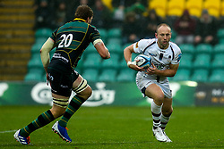 Chris Pennell of Worcester Warriors takes on Jamie Gibson of Northampton Saints - Mandatory by-line: Robbie Stephenson/JMP - 26/10/2019 - RUGBY - Franklin's Gardens - Northampton, England - Northampton Saints v Worcester Warriors - Gallagher Premiership Rugby