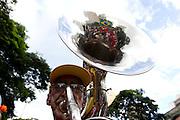 Belo Horizonte, 26 de Fevereiro de 2011..UOL - DESFILE BANDA MOLE..Banda Mole ironiza atual cenario politico e homenageia o centenario de Noel Rosa.Evento acontece na Avenida Afonso Pena, com apresentacao da banda mole e dos grupos Patchanka (BA), Swingueira, Come-Keto, Tem Qui T, Paula Se7e e Baiana System (BA)+B Negao(RJ)...FOTO: MARCUS DESIMONI / NITRO