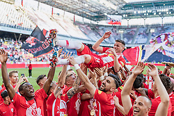 26.05.2019, Red Bull Arena, Salzburg, AUT, 1. FBL, FC Red Bull Salzburg Meisterfeier, im Bild Christoph Leitgeb (FC Red Bull Salzburg) und Spieler feiern // during the Austrian Football Bundesliga Championsship Celebration at the Red Bull Arena in Salzburg, Austria on 2019/05/26. EXPA Pictures © 2019, PhotoCredit: EXPA/ JFK
