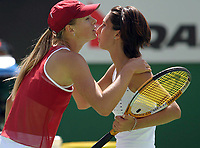 Tennis<br /> Foto: imago/Digitalsport<br /> NORWAY ONLY<br /> <br /> 24.01.2004<br /> <br /> Maria Sharapova - Russland gratuliert Anastasia Myskina