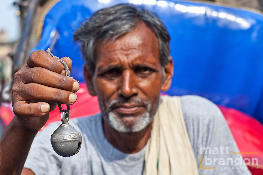 A small bell carried in the puller's hand is  use to warn people out of his path.