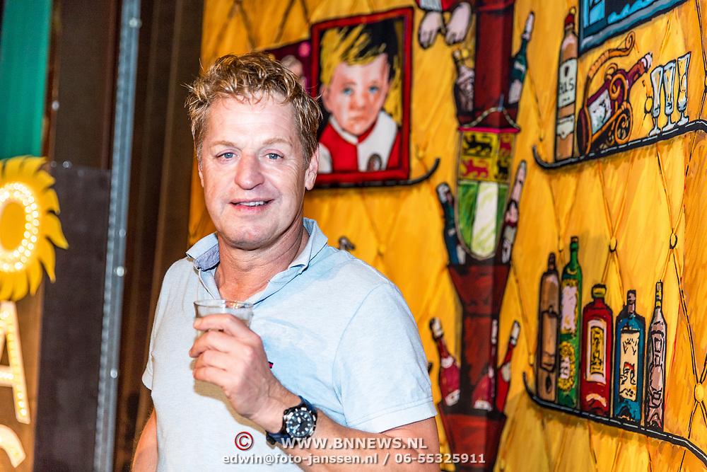 NLD/Rotterdam/20170829 - Perspresentatie De Oase Bar geeft een feestje, Tony Neef