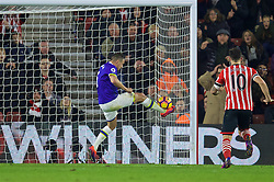 SOUTHAMPTON, ENGLAND - Saturday, November 19, 2016: Everton's captain Phil Jagielka clears the ball off the goal-line against Southampton during the FA Premier League match at St. Mary's Stadium. (Pic by David Rawcliffe/Propaganda)