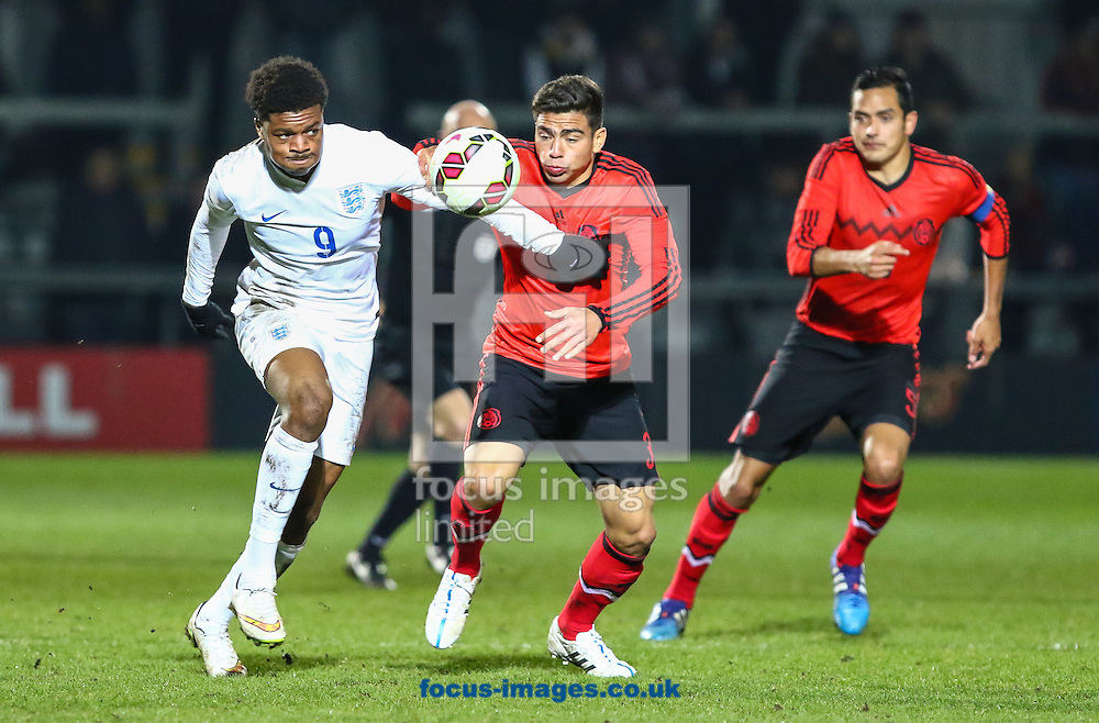 Chuba Akpom of England U20 battles with Oscar Antonio Bernal Lopez of Mexico U20 during the International Friendly match at The Hive Stadium, Harrow<br /> Picture by David Horn/Focus Images Ltd +44 7545 970036<br /> 25/03/2015