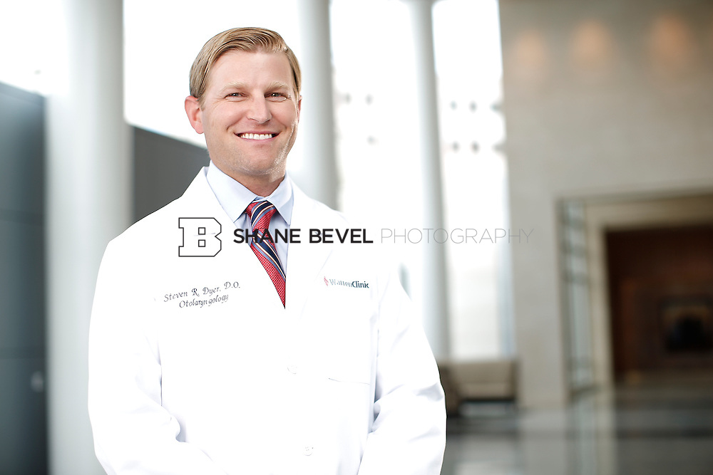 7/22/15 3:22:34 PM -- Dr. Steven Dyer poses for a portrait. <br /> <br /> Photo by Shane Bevel