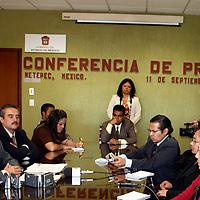 """Metepec, Méx.- Miguel Ángel Contreras Nieto, Procurador del Ambiente del Estado de México, aseguró que son """"mesías"""" políticos los que toman como bandera el problema de la basura e intentan confundir a la gente, como en el caso del presidente municipal de Xonacatlán, Serafín Gutiérrez Morales, donde también confirmó que se clausuró un tiradero clandestino que venía operando el munícipe.<br /> <br /> Agencia MVT / David Morales. (DIGITAL)<br /> <br /> <br /> <br /> NO ARCHIVAR - NO ARCHIVE"""