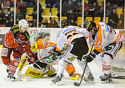 15.02.2015, Stadthalle, Klagenfurt, AUT, EBEL, EC KAC vs Moser Medical Graz99ers, Qualifikationsrunde, im Bild Kim Strömberg (EC KAC, #17), Danny Sabourin (Moser Medical Graz 99ers, #35), Jake Marto (Moser Medical Graz 99ers, #25), Matt Kelly (Moser Medical Graz 99ers, #4) // during the Erste Bank Icehockey League qualification round match betweeen EC KAC and Moser Medical Graz99ers at the City Hall in Klagenfurt, Austria on 2015/02/15. EXPA Pictures © 2015, PhotoCredit: EXPA/ Gert Steinthaler