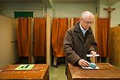 20121015 MR an Mrs Van Rompuy voting