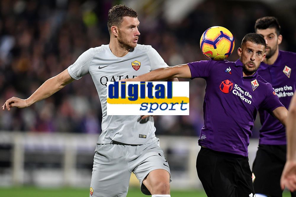 Edin Dzeko of AS Roma and Kevin Mirallas of Fiorentina compete for the ball during the Serie A 2018/2019 football match between ACF Fiorentina and AS Roma at stadio Artemio Franchi, Firenze, November 03, 2018 <br />  Foto Andrea Staccioli / Insidefoto