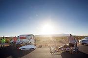 Het Human Power Team Delft en Amsterdam traint voor het eerst met de VeloX4 Battle Mountain. In Battle Mountain (Nevada) wordt ieder jaar de World Human Powered Speed Challenge gehouden. Tijdens deze wedstrijd wordt geprobeerd zo hard mogelijk te fietsen op pure menskracht. Ze halen snelheden tot 133 km/h. De deelnemers bestaan zowel uit teams van universiteiten als uit hobbyisten. Met de gestroomlijnde fietsen willen ze laten zien wat mogelijk is met menskracht. De speciale ligfietsen kunnen gezien worden als de Formule 1 van het fietsen. De kennis die wordt opgedaan wordt ook gebruikt om duurzaam vervoer verder te ontwikkelen.<br /> <br /> The Human Power Team Delft and Amsterdam trains for the first time with the VeloX4 in Battle Mountain. In Battle Mountain (Nevada) each year the World Human Powered Speed Challenge is held. During this race they try to ride on pure manpower as hard as possible. Speeds up to 133 km/h are reached. The participants consist of both teams from universities and from hobbyists. With the sleek bikes they want to show what is possible with human power. The special recumbent bicycles can be seen as the Formula 1 of the bicycle. The knowledge gained is also used to develop sustainable transport.