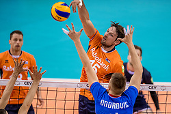 28-05-2017 NED: 2018 FIVB Volleyball World Championship qualification day 5, Apeldoorn<br /> Nederland - Slowakije / Thomas Koelewijn #15