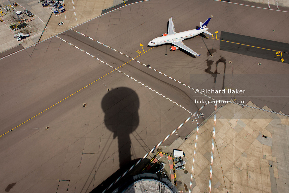 Aerial view (from control tower) of taxiing airliner at London Heathrow airport. <br /> <br /> From the chapter entitled 'Up in the Air' and from the book 'Risk Wise: Nine Everyday Adventures' by Polly Morland (Allianz, The School of Life, Profile Books, 2015).