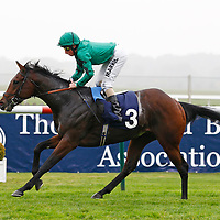 Hoarding and William Buick winning the 3.05 race