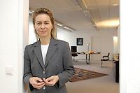 12 DEC 2005, BERLIN/GERMANY:<br /> Ursula von der Leyen, CDU, Bundesfamilienministerin, in der Tuere zu ihrem Buero, Bundesministerium fuer Familie, Senioren, Frauen, und Jugend<br /> Ursula von der Leyen, Federal Minister for family, Seniors, Women and Youth, in her office<br /> IMAGE: 20051212-01-059<br /> KEYWORDS: Büro