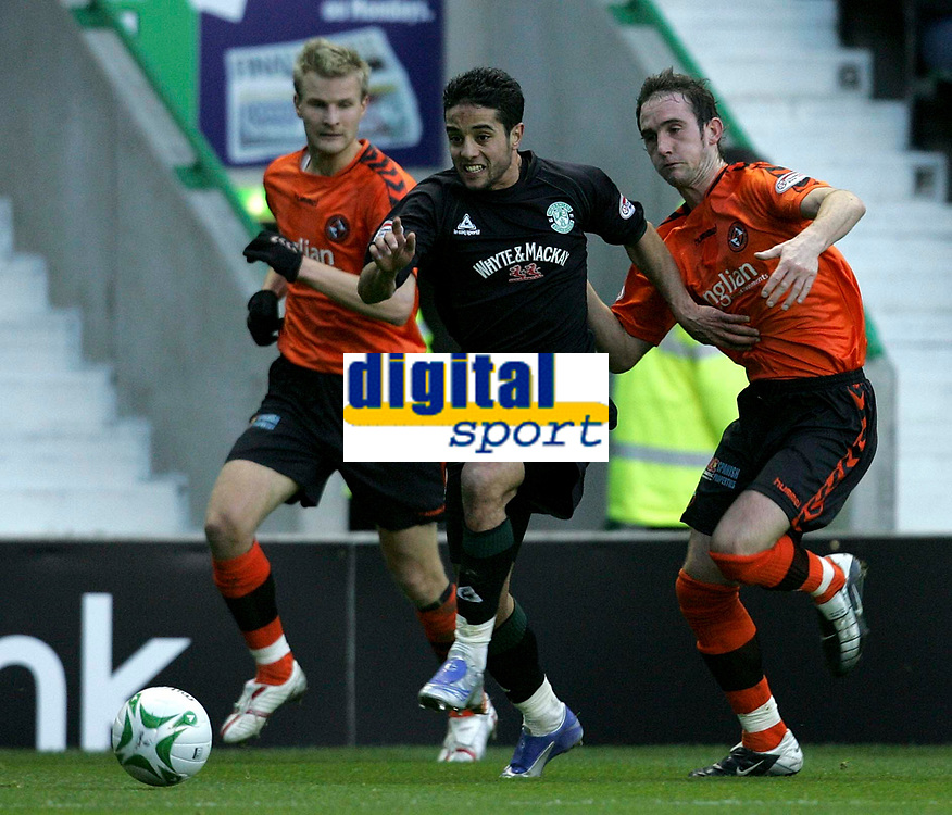 Photo: Paul Thomas/Sportsbeat Images.<br /> Hibernian v Dundee United. Clydesdale Bank Premier League. 24/11/2007.<br /> <br /> Merouane Zemmama (C) of Hibs battles with Christian Kalvanes (L) and Mark Kerr.