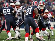 Tedy Bruschi reading the play, New England Patriots @ Buffalo Bills, 11 Dec 05, 1pm, Ralph Wilson Stadium, Orchard Park, NY