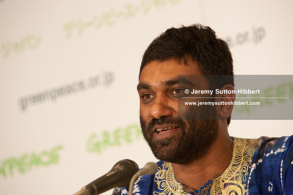 New Greenpeace International Executive Director Dr Kumi Naidoo addresses journalists at the Foreign Correspondents Club of Japan,  in Tokyo, Japan, Friday 12th February 2010. Dr Naidoo is in Japan for the opening day of the trial of anti-whaling activists Junichi Sato and Toru Suzuki. Greenpeace is calling on Prime Minister Hatoyama to honour Japan's commitment to human rights, ensure Sato and Suzuki receive a fair trial, and to reopen the investigation into the whale meat embezzlement scandal.