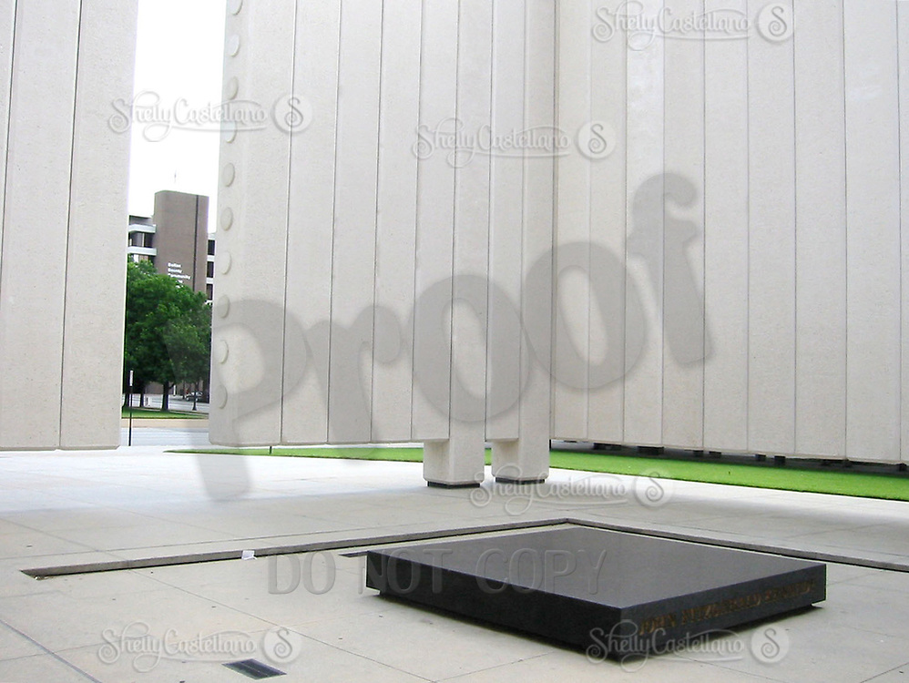 Jun 21, 2002; Dallas, TX, USA; John Fitzgerald Kennedy memorial near Dealey Plaza in downtown Dallas.  Mandatory Credit: Photo by Shelly Castellano/ZUMA Press. (©) Copyright 2002 by Shelly Castellano