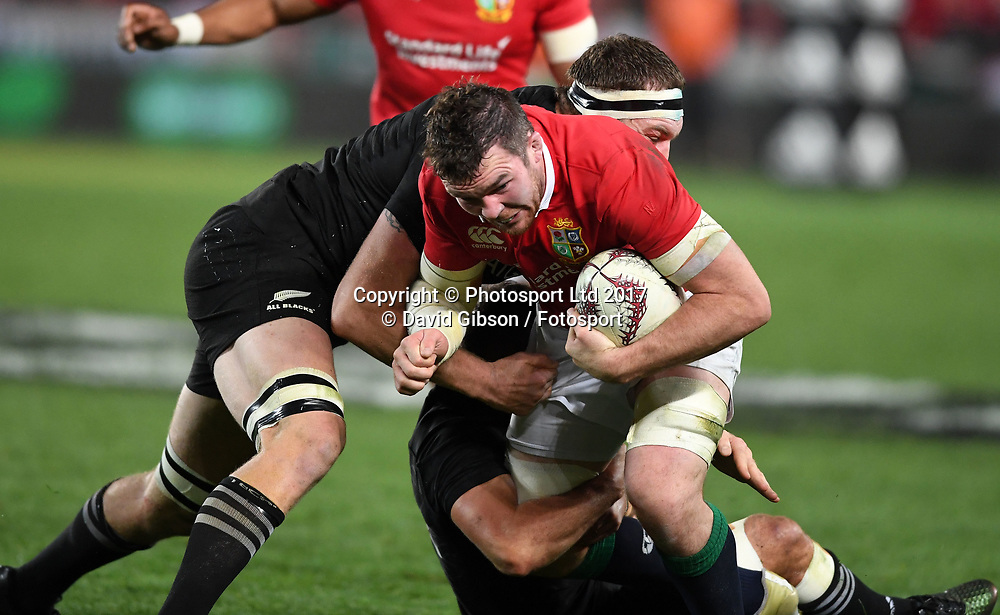 Peter O'Mahony - Lions captain takes on  Aaron Cruden - New Zealand fly half and Brodie Retallick.<br /> New Zealand v British &amp; Irish Lions, 1st Test, Eden Park, Auckland, New Zealand, Saturday 24th June 2017<br /> Copyright photo: Fotosport / David Gibson / www.photosport.nz