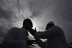 June 16, 2018 - Colombo, Sri Lanka - Sri Lankan Muslims greet and embrace each other after attending Eid al Fitr prayers at Galle Face, Colombo, Sri Lanka on Saturday, 16, June 2018. ..Eid al-Fitr marks the end of the fasting month of Ramadan. (Credit Image: © Tharaka Basnayaka/NurPhoto via ZUMA Press)