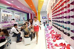 Movimento de Publico na Couromoda 2012 - Feira Internacional de Calçados, Artigos Esportivos e Artefatos de Couro que acontece de 16 a 19 de janeiro, em São Paulo, no Parque de Exposições do Anhembi. FOTO: Jefferson Bernardes/Preview.com
