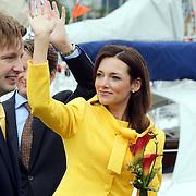 NLD/Makkum/20080430 - Koninginnedag 2008 Makkum, Floris met partner Aimee Söhngen