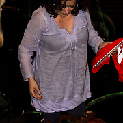 NLD/Hilversum/20100121 - Benefietactie voor het door een aardbeving getroffen Haiti, zwangere Katja Schuurman