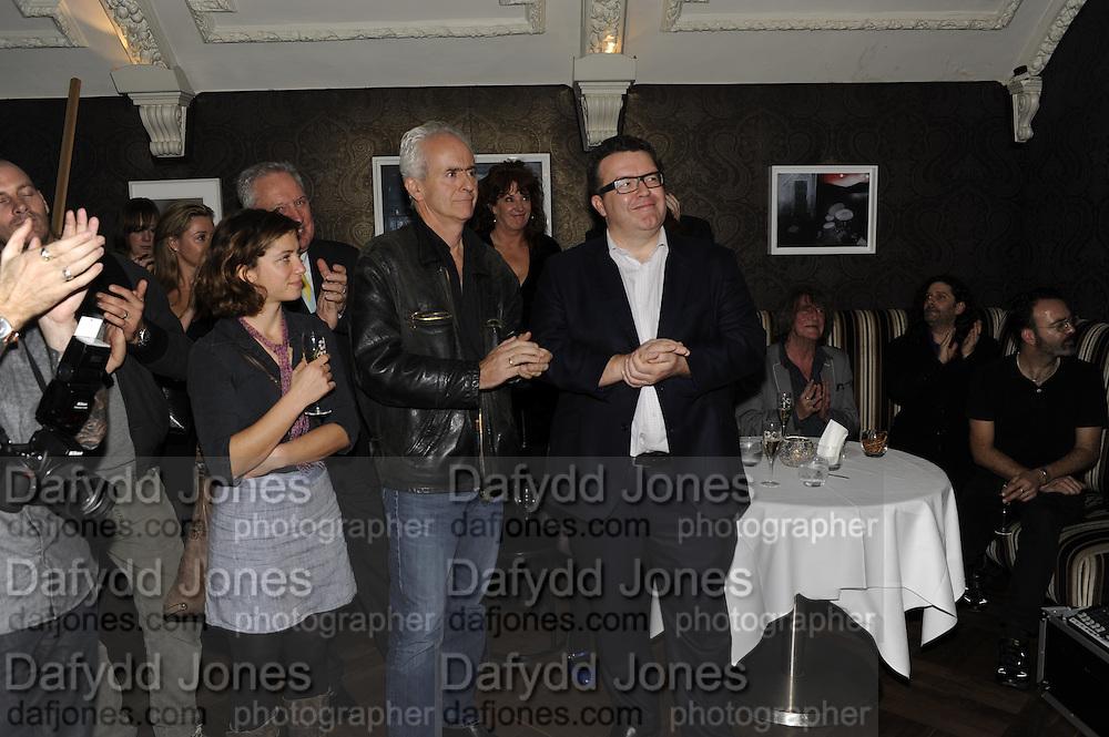 ISABEAU DOUCET; NICK DAVIES; WINNER OF THE MAVERICK AWARD; TOM WATSON, The 2011 Groucho Club Maverick Award. The Groucho Club. Soho, London. 14 November 2011. <br /> <br />  , -DO NOT ARCHIVE-© Copyright Photograph by Dafydd Jones. 248 Clapham Rd. London SW9 0PZ. Tel 0207 820 0771. www.dafjones.com.